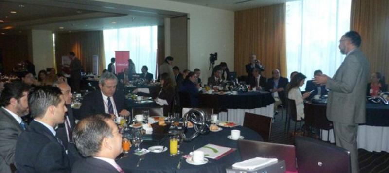 2-perspectivas-lab-pol-eco-2013
