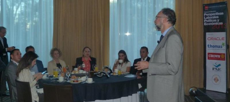 3-perspectivas-lab-pol-eco-2013